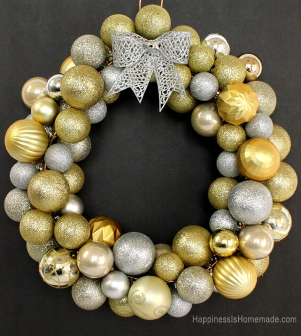 19 beautiful diy holiday wreaths to welcome you home create cozy diy holiday wreaths solutioingenieria Image collections